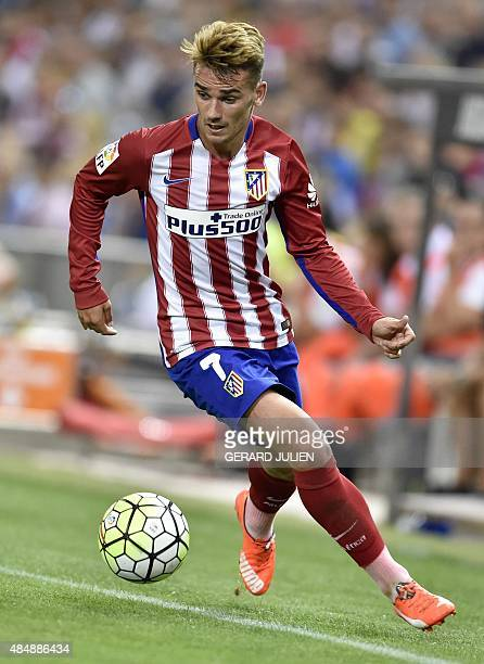 Atletico Madrid's French forward Antoine Griezmann controls a ball during the Spanish league football match Club Atletico de Madrid vs UD Las Palmas...