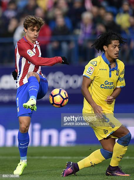 Atletico Madrid's French forward Antoine Griezmann vies with Las Palmas' Uruguayan defender Mauricio Lemos during the Spanish league football match...