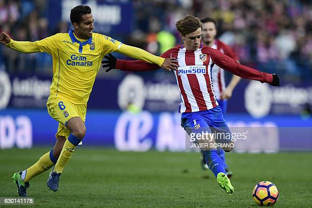 Atletico Madrid's French forward Antoine Griezmann vies with Las Palmas' midfielder Angel Montoro during the Spanish league football match Club...