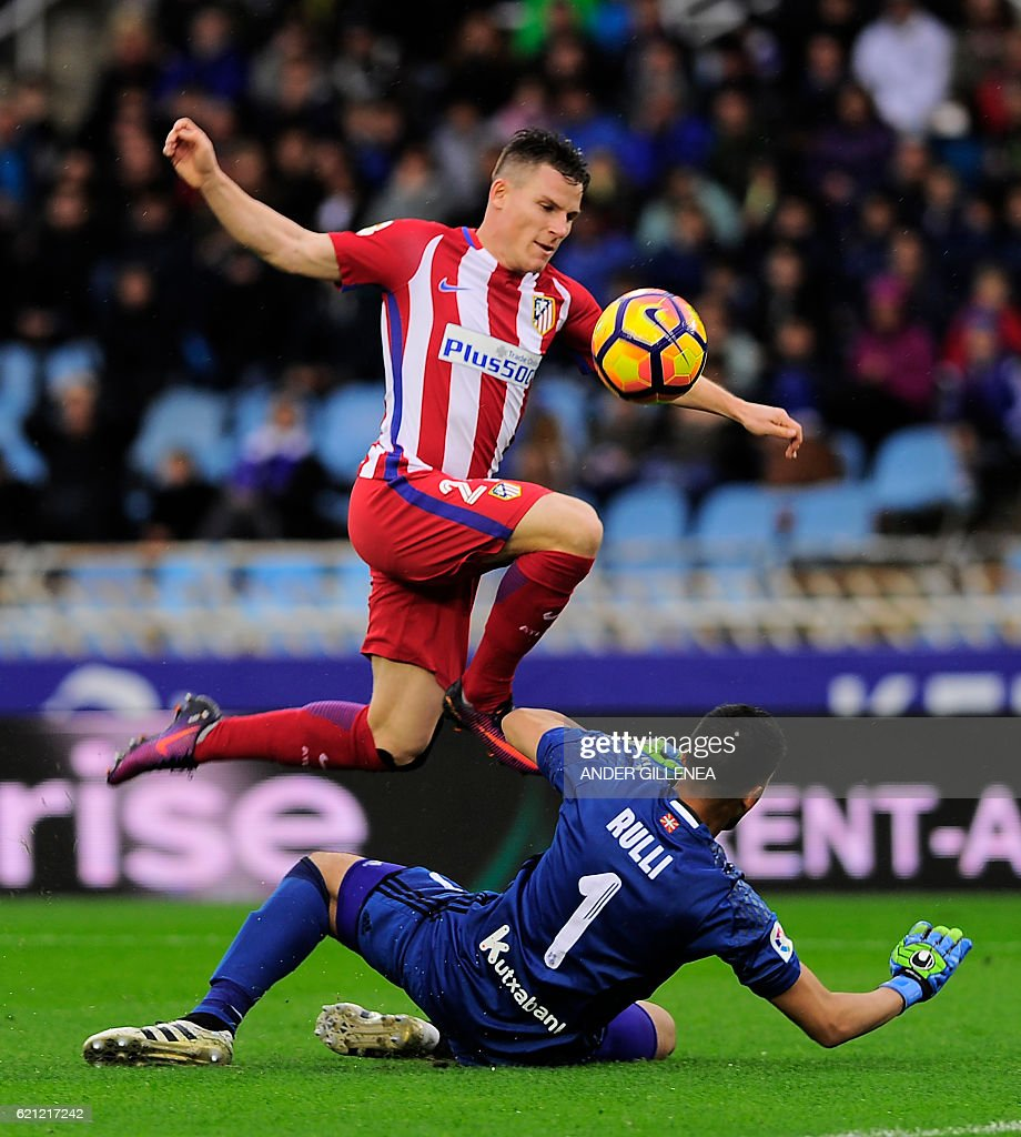 Atletico Madrid s French forward Kevin Gameiro TOP vies with