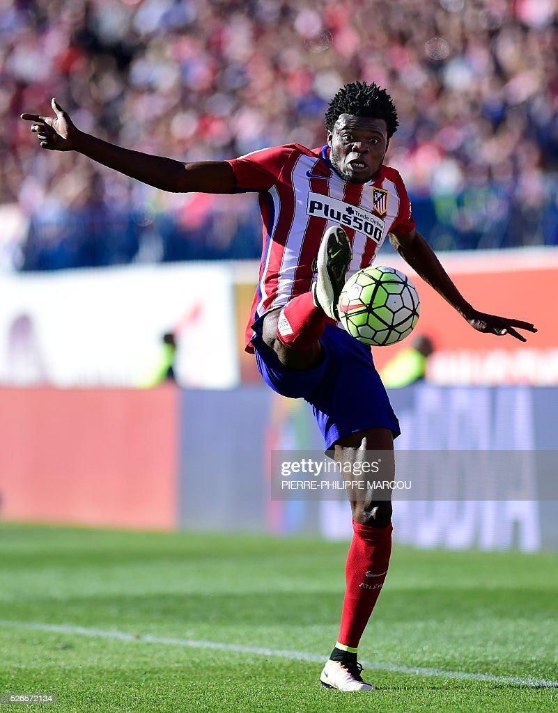 Atletico Madrid's Ghanaian midfielder Thomas Partey controls the ball during the Spanish league football match Club Atletico de Madrid vs CF Rayo Vallecano at the Vicente Calderon stadium in Madrid on April 30, 2016. / AFP / PIERRE