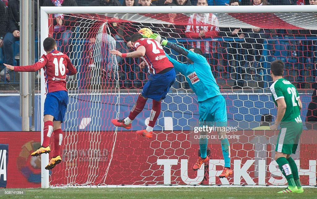 Atletico Madrid's midfielder Gabi (2L) scores during the Spanish league football match Club Atletico de Madrid vs SD Eibar at the Vicente Calderon stadium in Madrid on February 6, 2016. AFP PHOTO / CURTO DE LA TORRE / AFP / CURTO DE LA TORRE