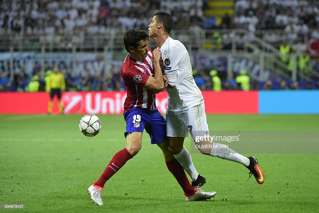 Atletico Madrid's Montenegrin defender Stefan Savic (L) and Real Madrid's Portuguese forward Cristiano Ronaldo fight for the ball during the UEFA Champions League final football match between Real Madrid and Atletico Madrid at San Siro Stadium in Milan, on May 28, 2016. / AFP / OLIVIER