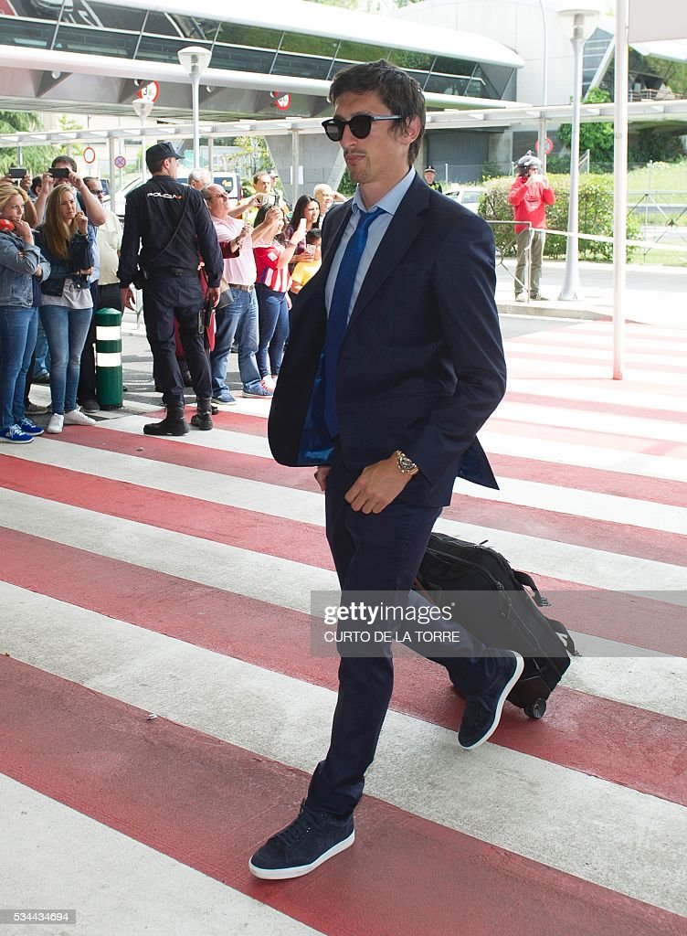 Atletico Madrid's Montenegrin defender Stefan Savic arrives at the Terminal 3 of Madrid's Adolfo Suarez airport to take a flight to Milan, in Barajas on May 26, 2016. Real Madrid and Atletico de Madrid will play the Champions League final football match on May 28, 2016 in Milan. / AFP / CURTO