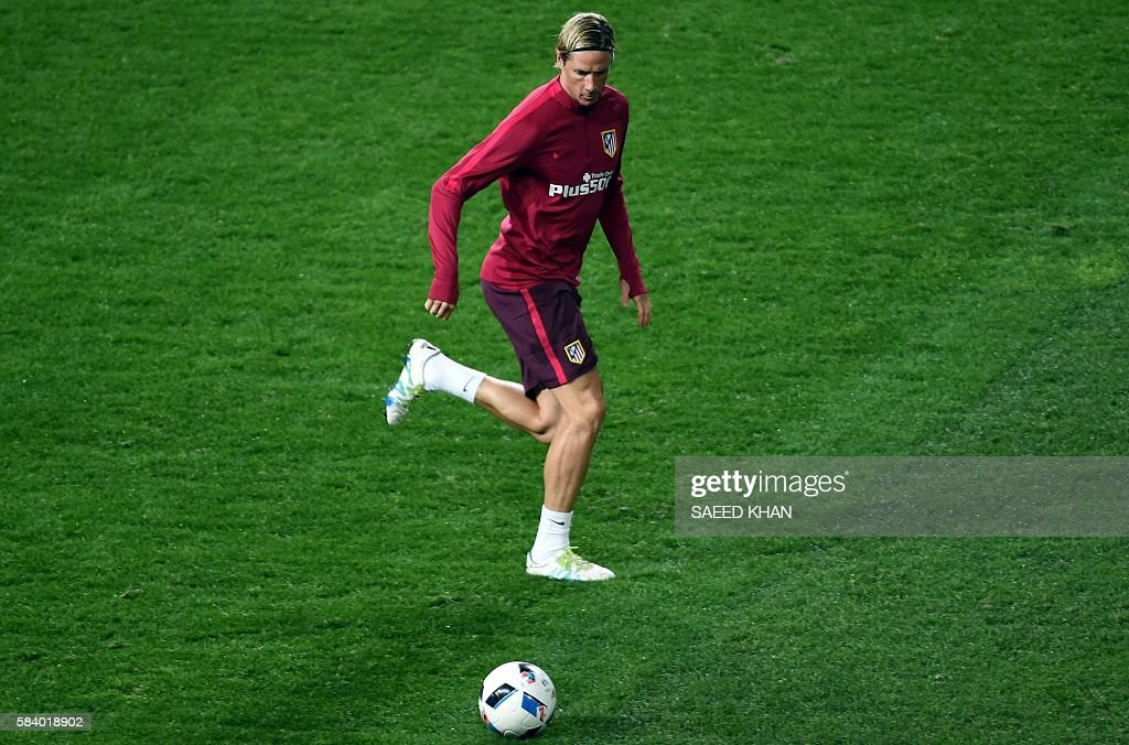Atletico Madrid's player Fernando Torres kicks the ball during a football training session at AAMI Park in Melbourne on July 28, 2016. / AFP / SAEED