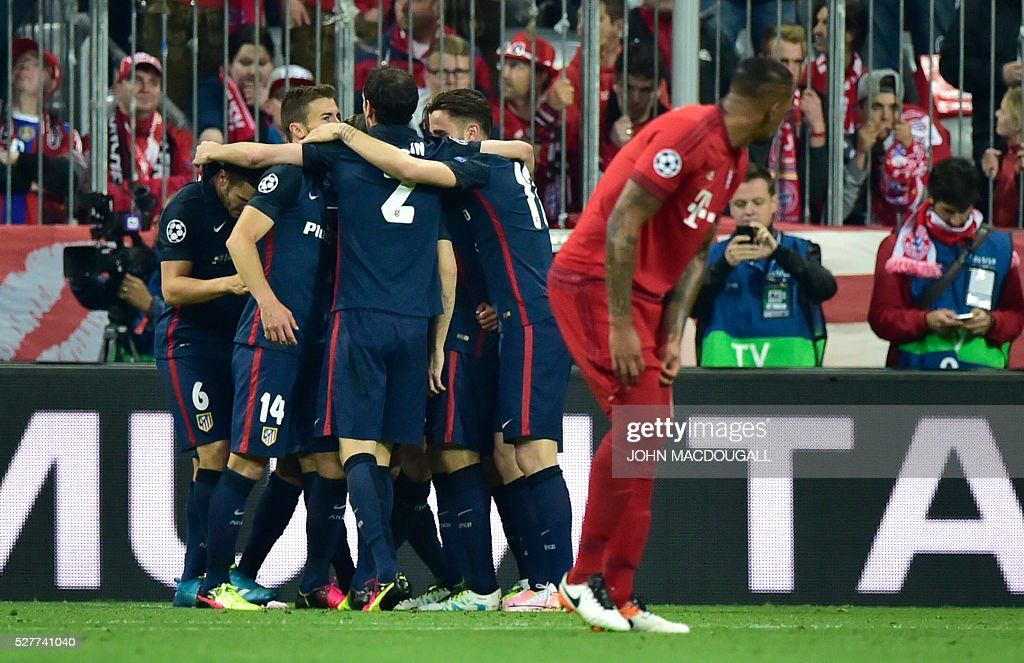 Atletico Madrid's players celebrate scoring during the UEFA Champions League semi-final, second-leg football match between FC Bayern Munich and Atletico Madrid in Munich, southern Germany, on May 3, 2016. / AFP / John MACDOUGALL
