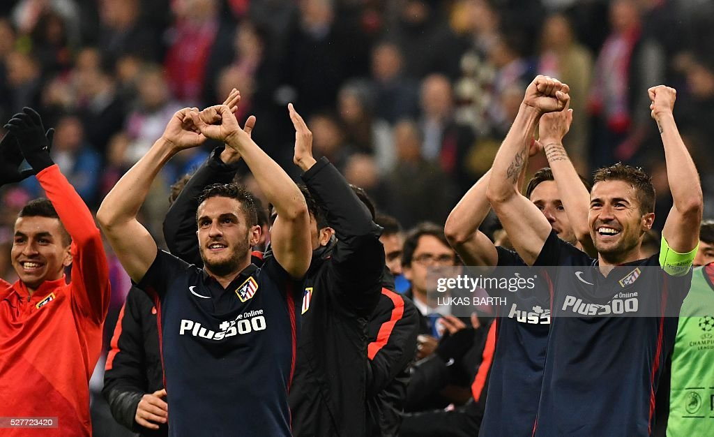 Atletico Madrid's players including captain Gabi (R) celebrate after the UEFA Champions League semi-final, second-leg football match between FC Bayern Munich and Atletico Madrid in Munich, southern Germany, on May 3, 2016. / AFP / LUKAS
