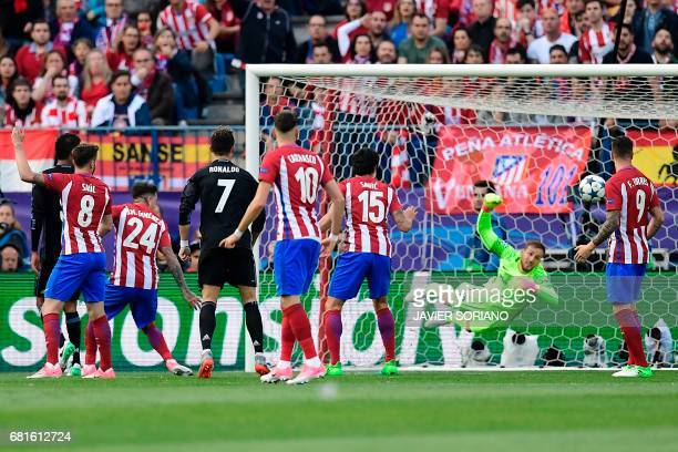 Atletico Madrid's Slovenian goalkeeper Jan Oblak dives during the UEFA Champions League semi final second leg football match Club Atletico de Madrid...