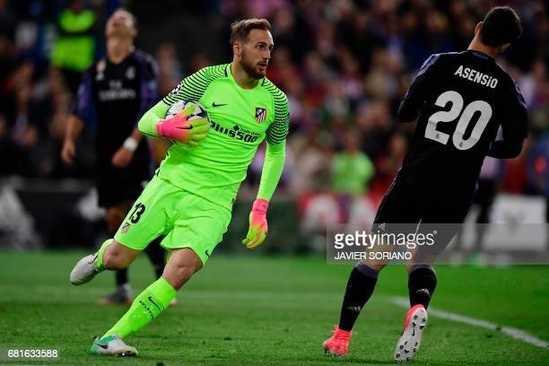 Atletico Madrid's Slovenian goalkeeper Jan Oblak runs with the ball in his hands during the UEFA Champions League semi final second leg football...