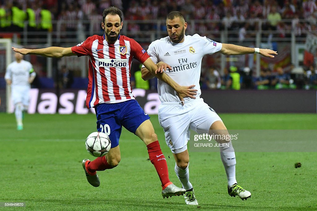 Atletico Madrid's Spanish defender Juanfran (L) and Real Madrid's French forward Karim Benzema fight for the ball during the UEFA Champions League final football match between Real Madrid and Atletico Madrid at San Siro Stadium in Milan, on May 28, 2016. / AFP / GERARD