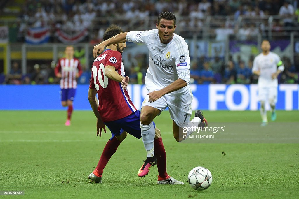 Atletico Madrid's Spanish defender Juanfran (L) challenges Real Madrid's Portuguese forward Cristiano Ronaldo for the ball during the UEFA Champions League final football match between Real Madrid and Atletico Madrid at San Siro Stadium in Milan, on May 28, 2016. / AFP / OLIVIER