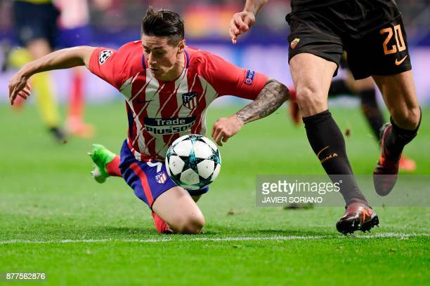 Atletico Madrid's Spanish forward Fernando Torres challenges Roma's Argentinian defender Federico Fazio during the UEFA Champions League group C...
