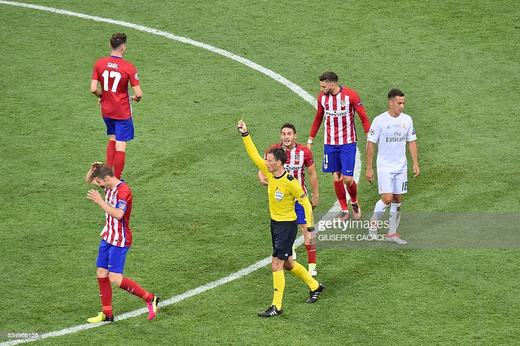 Atletico Madrid's Spanish midfielder Gabi (L) is shown a yellow card during the UEFA Champions League final football match between Real Madrid and Atletico Madrid at San Siro Stadium in Milan, on May 28, 2016. / AFP / GIUSEPPE