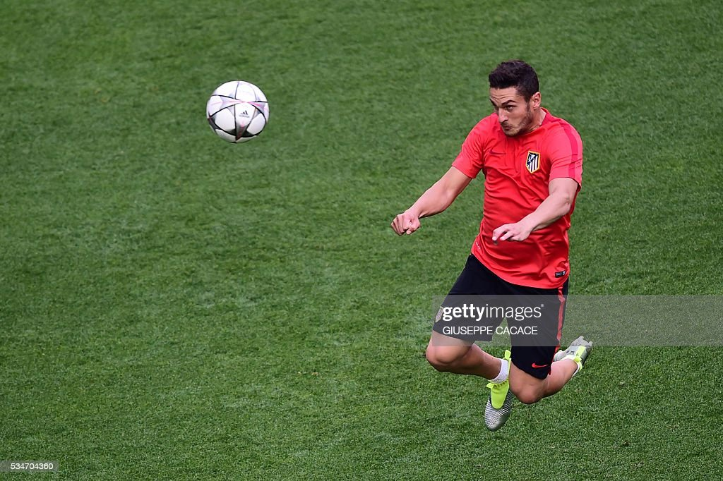 Atletico Madrid's Spanish midfielder Koke takes part in a training session at the San Siro Stadium in Milan, on May 27, 2016, on the eve of the UEFA Champions League final foobtall match between Real Madrid and Atletico Madrid. / AFP / GIUSEPPE
