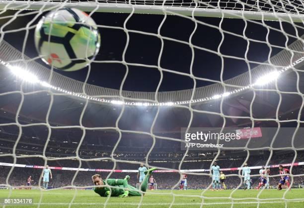 Atletico Madrid's Spanish midfielder Saul Niguez scores a goal during the Spanish league football match Club Atletico de Madrid vs FC Barcelona at...