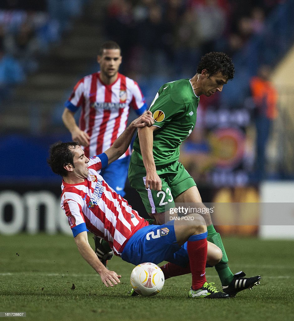Atletico Madrid's Uruguayan defender Diego Godin (L) vies with Rubin Kazan's Finnish midfielder Roman Eremenko during the UEFA Europa league round of 32 first leg football match Atletico de Madrid vs FC Rubin Kazan at the Vicente Calderon stadium in Madrid on February 14, 2013. AFP PHOTO / DANI POZO