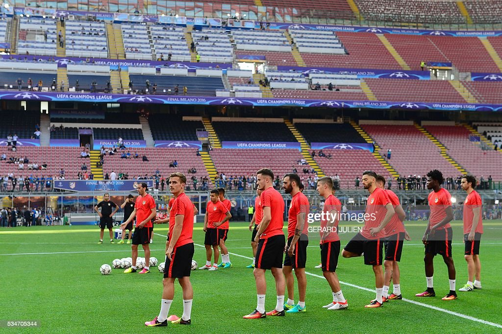 Atletico's players attend a training session at the San Siro Stadium in Milan, on May 27, 2016, on the eve of the UEFA Champions League final foobtall match between Real Madrid and Atletico Madrid. / AFP / GERARD