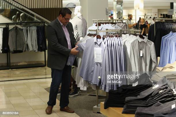Atmosephere at the Alshon Jeffery Personal Appearance for Mizzen and Main at Nordstrom The Plaza at King of Prussia September 25 2017 in King of...