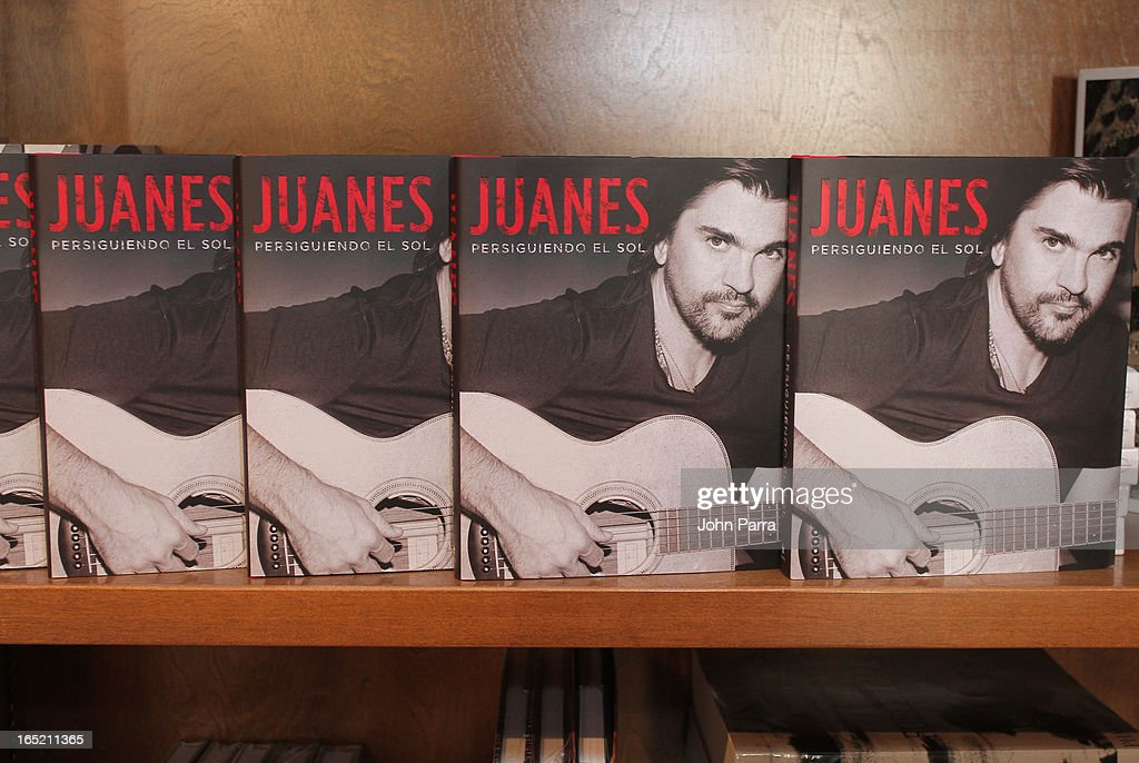 Atmosphere as Juanes greets fans and signs copies of his book 'Chasing The Sun' at Books and Books on April 1, 2013 in Coral Gables, Florida.