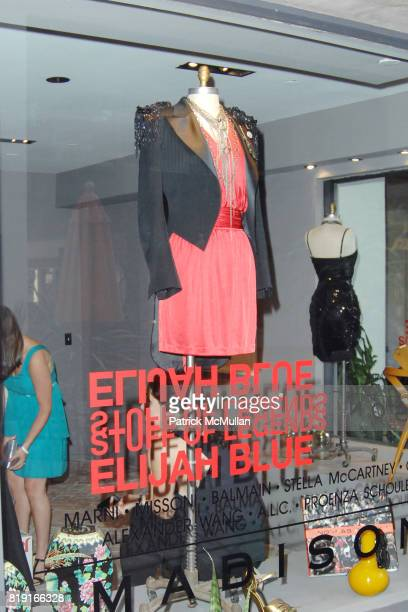 Atmosphere at Elijah Blue 'Stuff of Legends' presented by Kantor Gallery and Madison Gallery at Malibu on July 2 2010