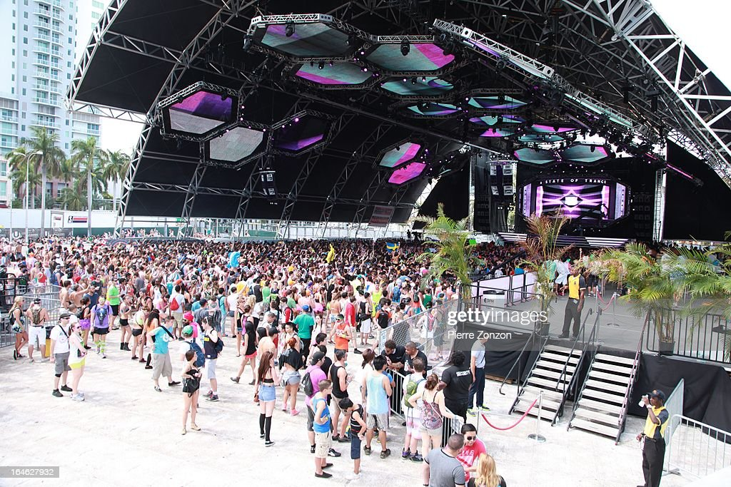 Atmosphere crowd at the Ultra Music Festival at Bayfront Park Amphitheater on March 24, 2013 in Miami, Florida.