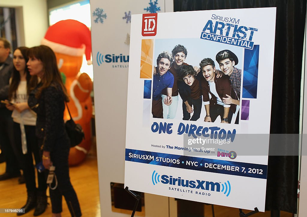Atmosphere during 'One Direction' performance on SiriusXM's 'Artist Confidential' Series at SiriusXM Studios on December 7, 2012 in New York City.