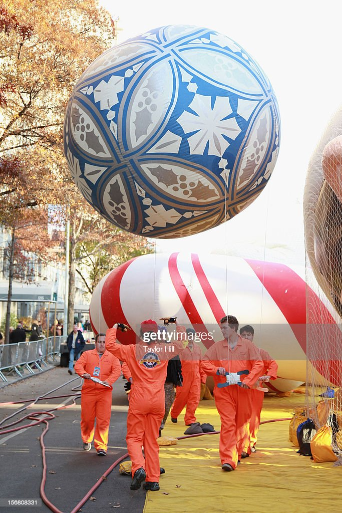 Atmosphere during the 86th Annual Macy's Thanksgiving Day Parade's 'Inflation Eve' on November 21, 2012 in New York City.