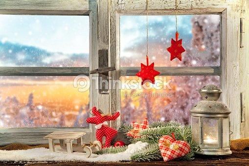 Stimmungsvolle weihnachten fensterbank dekoration stock - Fensterbank dekoration ...