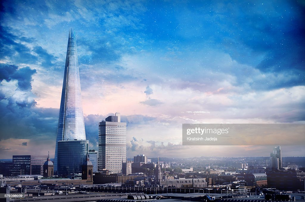 Atmospheric view of the majestic Shard : Stock Photo