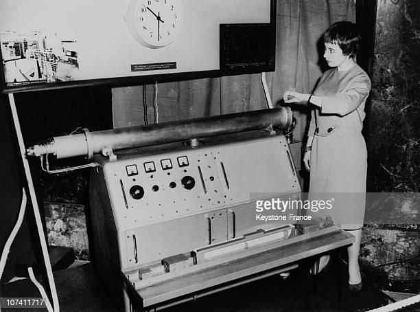 Atomic Clock Exposed At Pendulum Atom Exhibition At Goldsmiths' Hall On October 1958