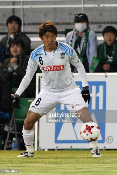 Atsushi Ichimura of Kamatamare Sanuki in action during the JLeague J2 match between Matsumoto Yamaga and Kamatamare Sanuki at Matsumotodaira Park...