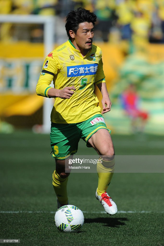 Atsuto Tatara of JEF United Chiba in action during the preseason friendly match between JEF United Chiba and Kashiwa Reysol at the Fukuda Denshi Arena on February 14, 2016 in Chiba, Japan.