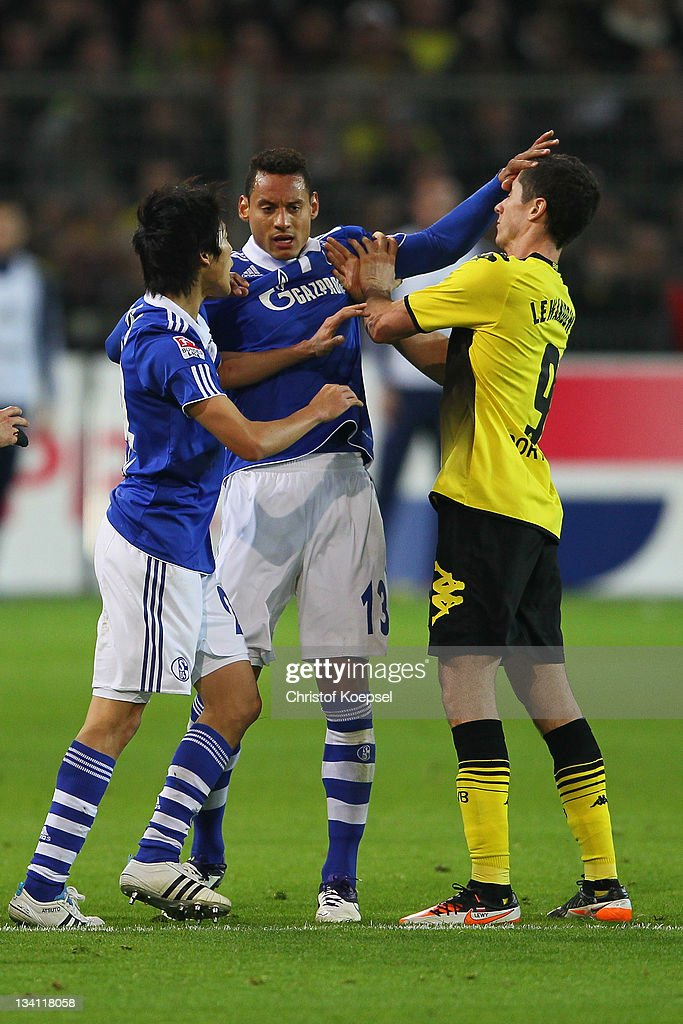 <a gi-track='captionPersonalityLinkClicked' href=/galleries/search?phrase=Atsuto+Uchida&family=editorial&specificpeople=4318608 ng-click='$event.stopPropagation()'>Atsuto Uchida</a> and <a gi-track='captionPersonalityLinkClicked' href=/galleries/search?phrase=Jermaine+Jones+-+Voetballer&family=editorial&specificpeople=12906336 ng-click='$event.stopPropagation()'>Jermaine Jones</a> of Schalke attack <a gi-track='captionPersonalityLinkClicked' href=/galleries/search?phrase=Robert+Lewandowski&family=editorial&specificpeople=5532633 ng-click='$event.stopPropagation()'>Robert Lewandowski</a> of Dortmund during the Bundesliga match between Borussia Dortmund and FC Schalke 04 at Signal Iduna Park on November 26, 2011 in Dortmund, Germany.