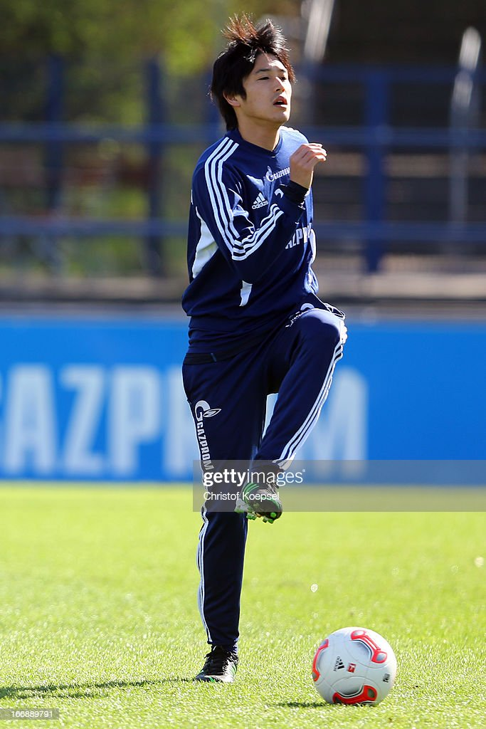 <a gi-track='captionPersonalityLinkClicked' href=/galleries/search?phrase=Atsuto+Uchida&family=editorial&specificpeople=4318608 ng-click='$event.stopPropagation()'>Atsuto Uchida</a> attends the FC Schalke 04 training session at their training ground on April 18, 2013 in Gelsenkirchen, Germany.