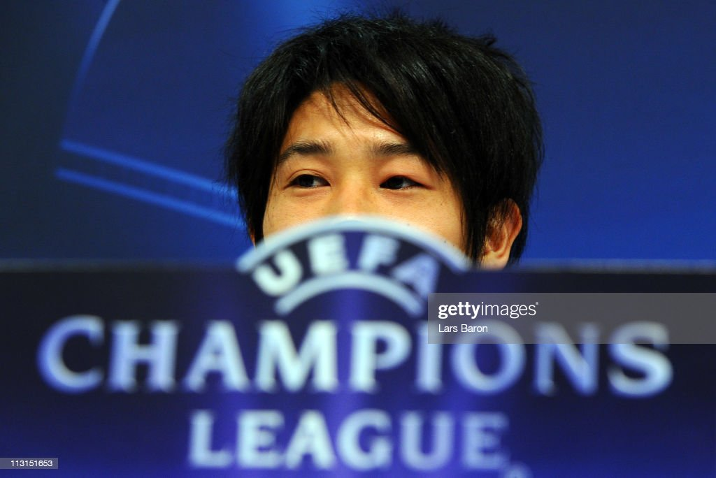 <a gi-track='captionPersonalityLinkClicked' href=/galleries/search?phrase=Atsuto+Uchida&family=editorial&specificpeople=4318608 ng-click='$event.stopPropagation()'>Atsuto Uchida</a> looks on during a FC Schalke 04 press conference ahead of the UEFA Champions League semifinal first leg match against Manchester United at Veltins Arena on April 25, 2011 in Gelsenkirchen, Germany.