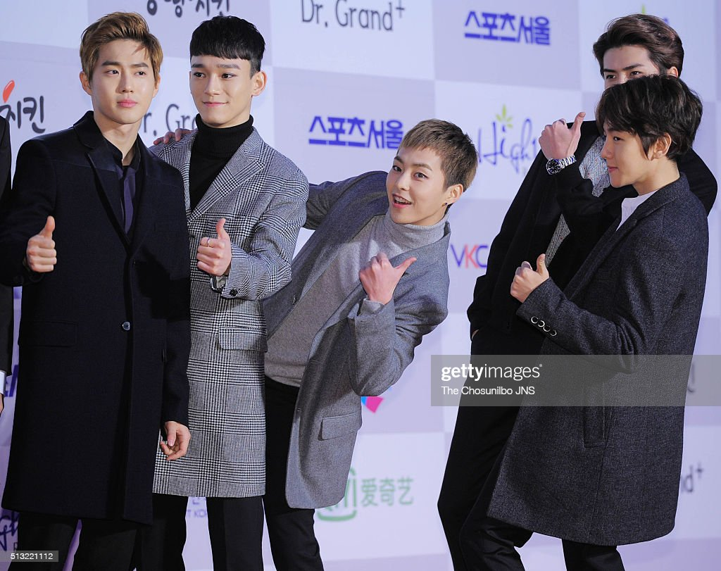 <a gi-track='captionPersonalityLinkClicked' href=/galleries/search?phrase=EXO+-+Band&family=editorial&specificpeople=9756418 ng-click='$event.stopPropagation()'>EXO</a> attend the The 25th Seoul Music Awards at Olympic Park on January 14, 2016 in Seoul, South Korea.