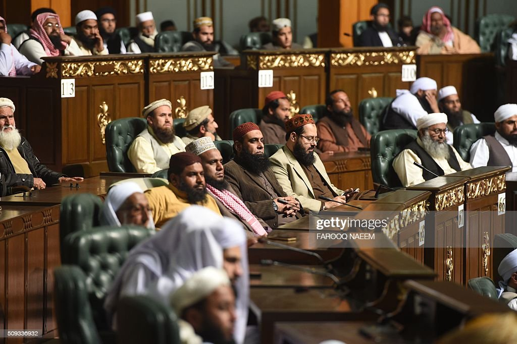 Attendees listen to Grand Mufti of Jerusalem Muhammad Ahmed Hussain addressing the Paigham-e-Islam conference in Islamabad on February 10, 2016. Over five thousand Ulema, Mashaikh and scholars attended the Paigham-e-Islam conference, voicing concern over the rise of terrorism. AFP PHOTO / Farooq NAEEM / AFP / FAROOQ NAEEM