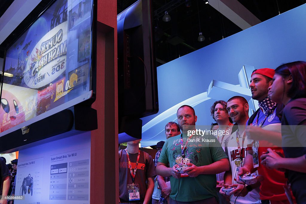 Attendees play Super Smash Bros. on Nintendo Wii U at E3 Electronic Entertainment Expo June 10, 2014 in Los Angeles, California. The annual video game conference and show runs June 10-12.