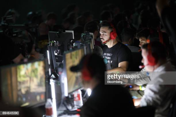 Attendees play the 'Star Wars Battlefront II' video game during the Electronic Arts Inc Play event ahead of the E3 Electronic Entertainment Expo in...