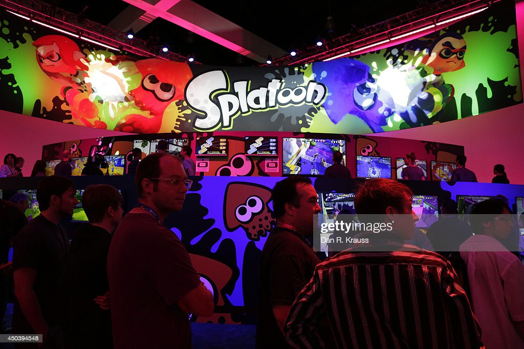 Attendees wait in line to play Splatoon in the Nintendo section of E3 Electronic Entertainment Expo June 10, 2014 in Los Angeles, California. The annual video game conference and show runs June 10-12.