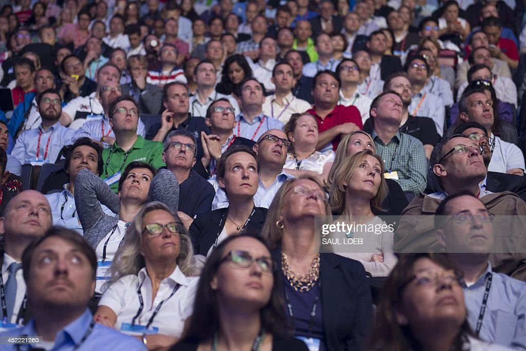 Attendees watch a video presentation during the Microsoft Worldwide Partner Conference 2014 at the Verizon Center in Washington, DC, July 16, 2014. AFP PHOTO / Saul LOEB