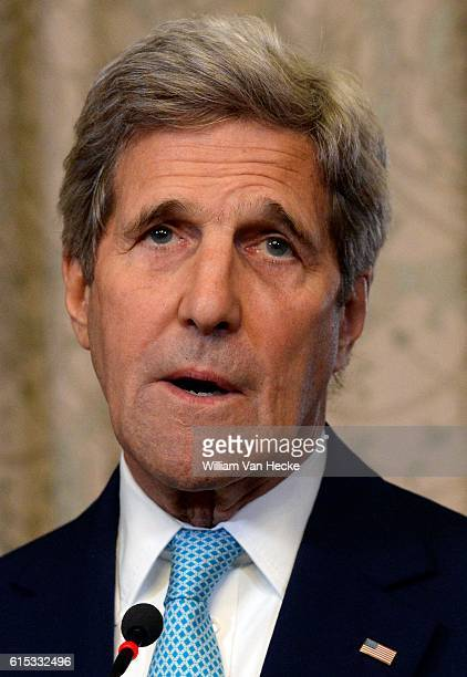 le Premier Ministre Charles Michel et le Ministre des Affaires étrangères Didier Reynders rencontrent le Secrétaire d'Etat des EtatsUnis John Kerry...