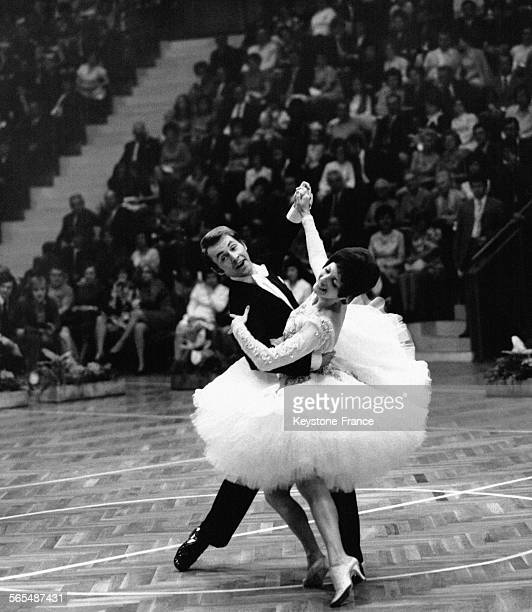 Danse de salon stock photos and pictures getty images - Concours de danse de salon ...