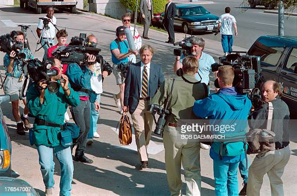 Attorney Dick DeGuerin is mobbed by photographers as he leaves his hotel on March 31 1993 for his fourth facetoface meeting in three days with Branch...
