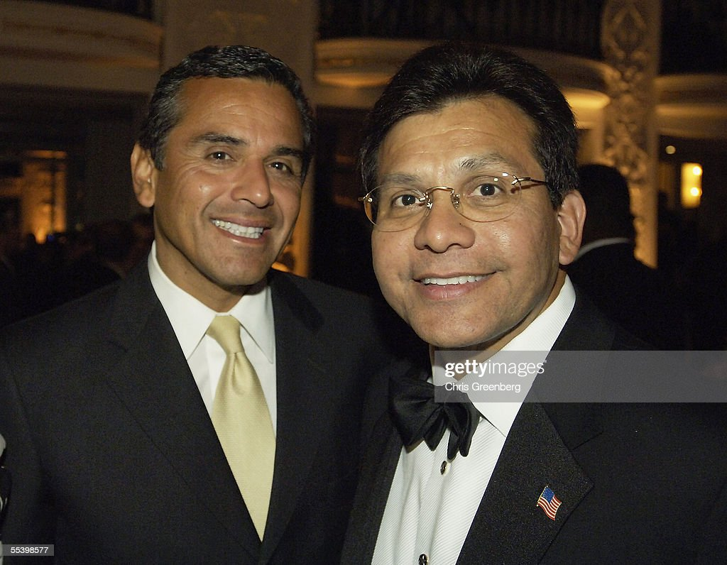 US Attorney General Alberto Gonzalez poses with Los Angeles Mayor Antonio Viallaraigosa at the National Hispanic Foundation For The Arts Annual 'Noche de Gala' at the Mayflower Hotel, September 13, 2005 in Washington, DC.