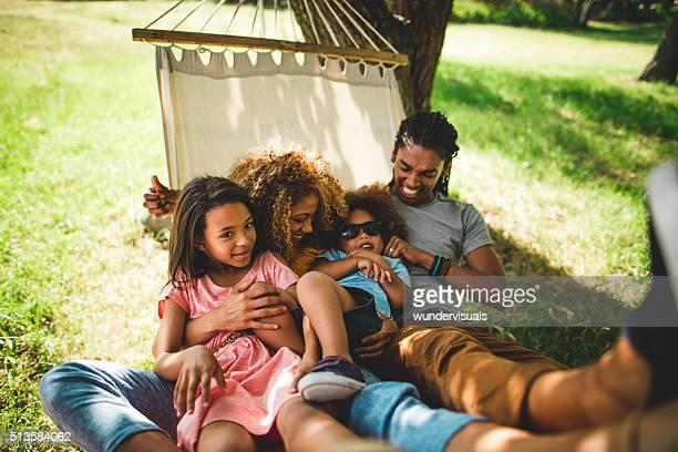 Afro-américaine famille dépenses de bons moments en famille dans la Beauty