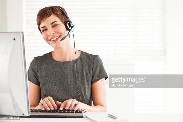 Séduisante Femme d'affaires dans un cadre professionnel