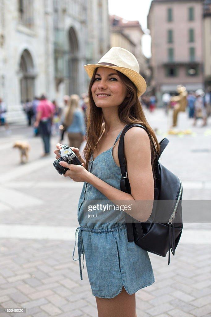 Atraente rapariga tirar fotografias : Foto de stock