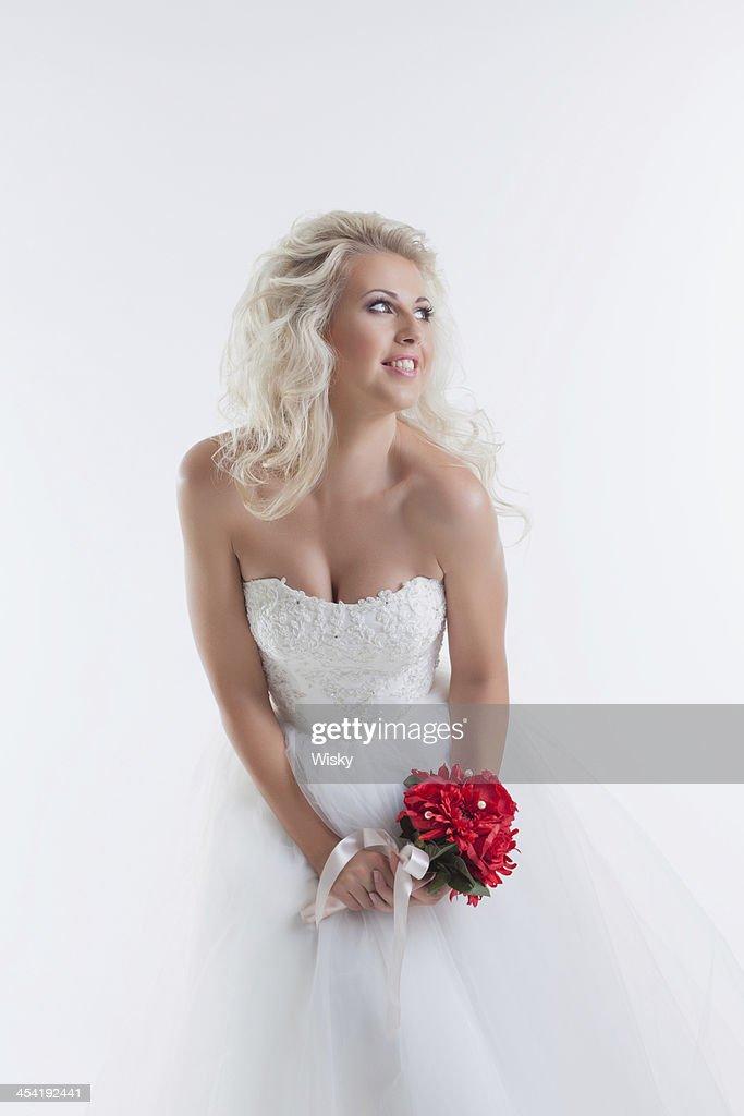 Schönen Modells posieren in Hochzeit Outfit : Stock-Foto