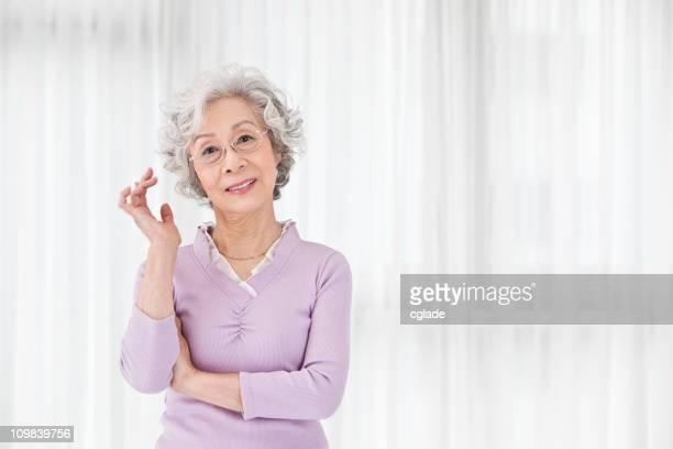 Schöne Ältere asiatische Frau